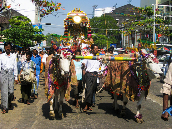 800px-Hindu_temple_procession_cart,_Yangon
