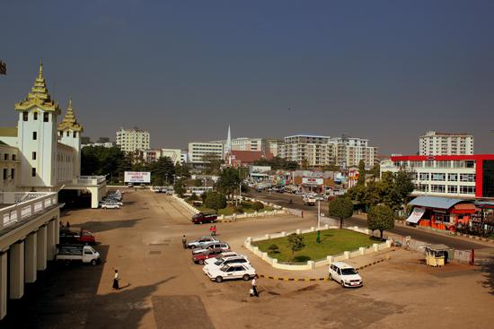 YANGON_RAILWAY_STATION_MYANMAR_JAN_2013_(8493645870)