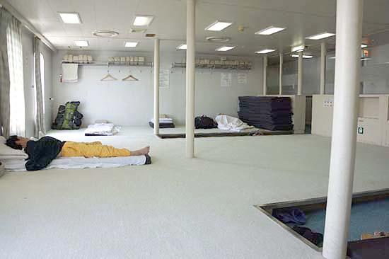 がらんとした二等船室。これなら二等でも快適