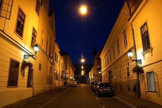 ザグレブ市内の道